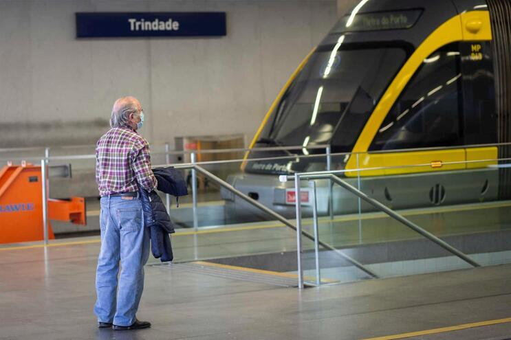 Maioria dos passageiros usou máscara nos transportes públicos do Porto