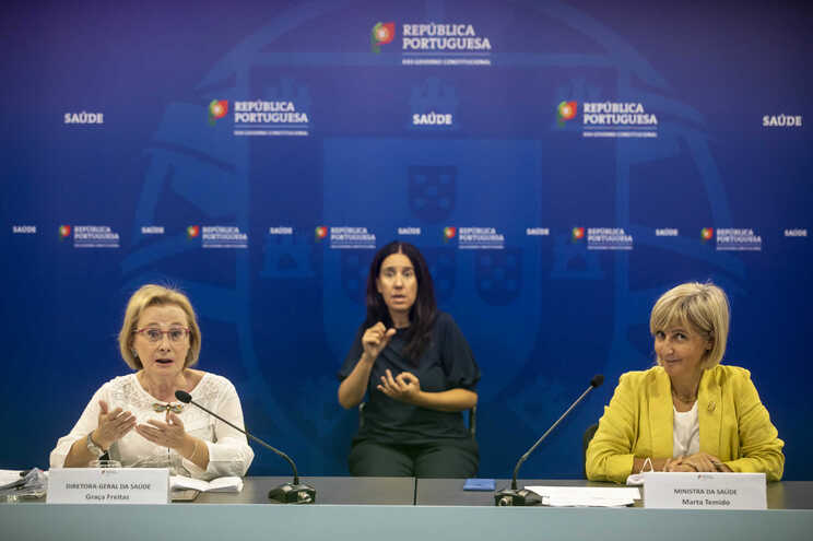 A diretora-geral de Saúde, Graça Freitas, e a ministra da Saúde, Marta Temido