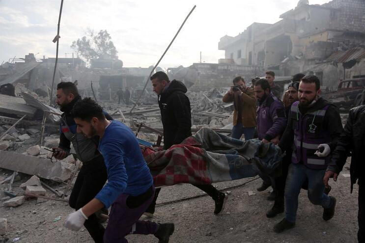 De acordo com o Observatório Sírio para os Direitos Humanos, nas últimas horas morreram em Idleb, nordeste