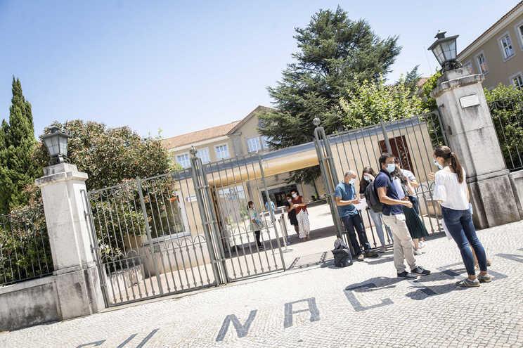 O Ministério da Educação e a DGS sugerem o recurso a este regime para servir as refeições aos alunos