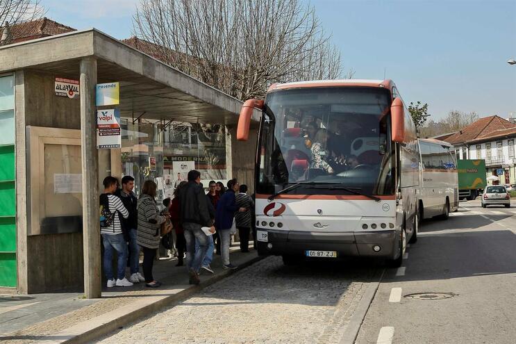 Empresas de transporte público ameaçam parar já em janeiro