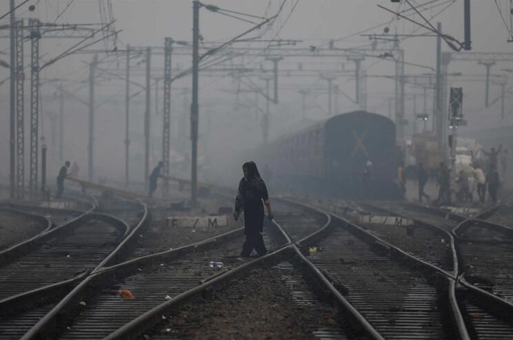 Detidos 22 agricultores por provocarem poluição atmosférica na Índia
