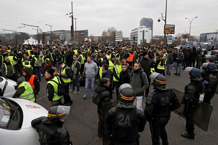 """""""Coletes amarelos"""" em França penalizaram economia da zona euro em dezembro"""