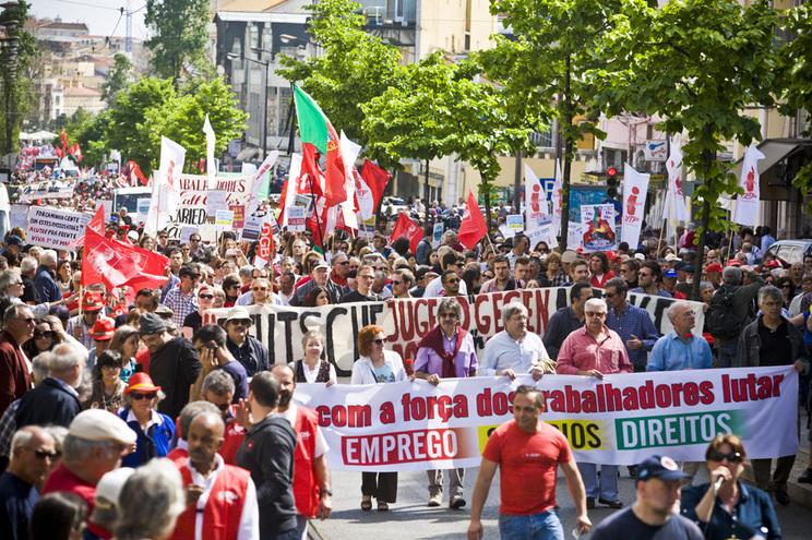 Manifestação do 1º Maio - imagem de aglomeração de pessoas que este ano não se vai repetir