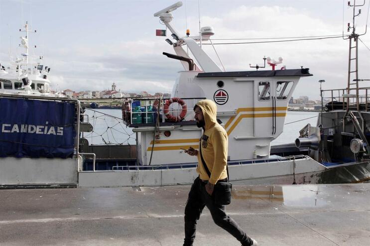 O homem foi transportado para o Hospital de S. João, no Porto
