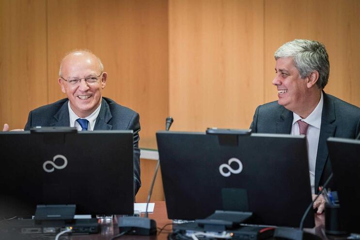 Mário Centeno, ministro das Finanças (à direita)