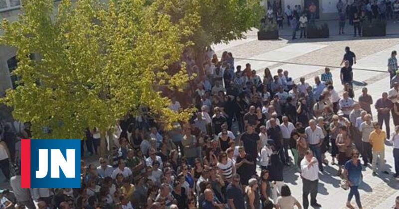 Centenas de pessoas no funeral do casal português morto em acidente
