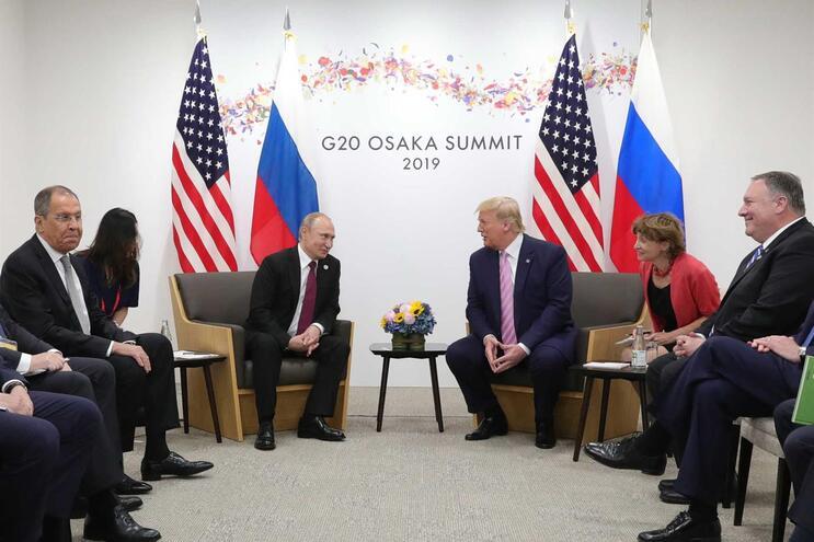 Proximidade entre Trump e autoridades russas terá apressado retirada de espião do Kremlin