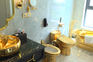 Abriu o primeiro hotel banhado a ouro do Mundo