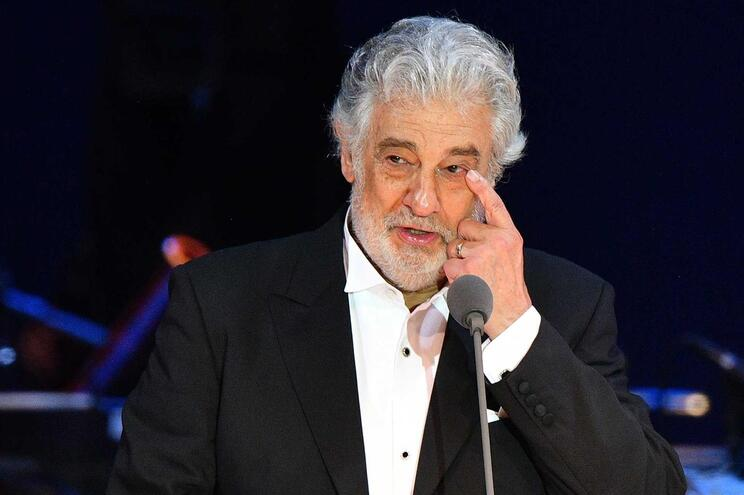 O tenor espanhol Plácido Domingo é acusado nos Estados Unidos de assédio sexual por vinte mulheres