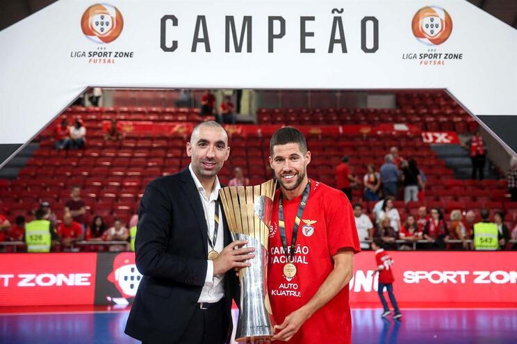 Benfica renova contrato com Joel Rocha