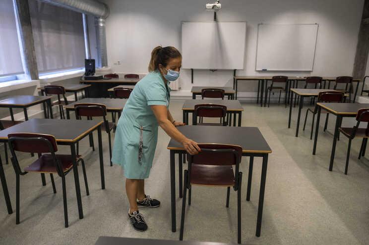 Preparativos para o início do ano letivo na Escola do Cerco