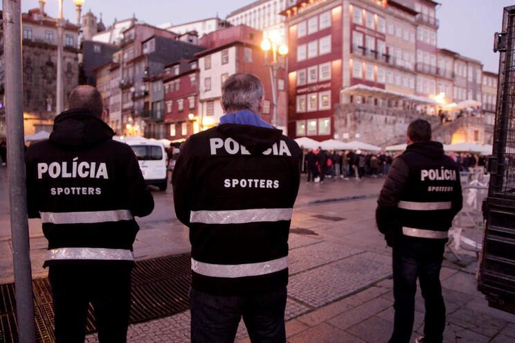 Adeptos holandeses concentraram-se na Ribeira do Porto durante quarta-feira