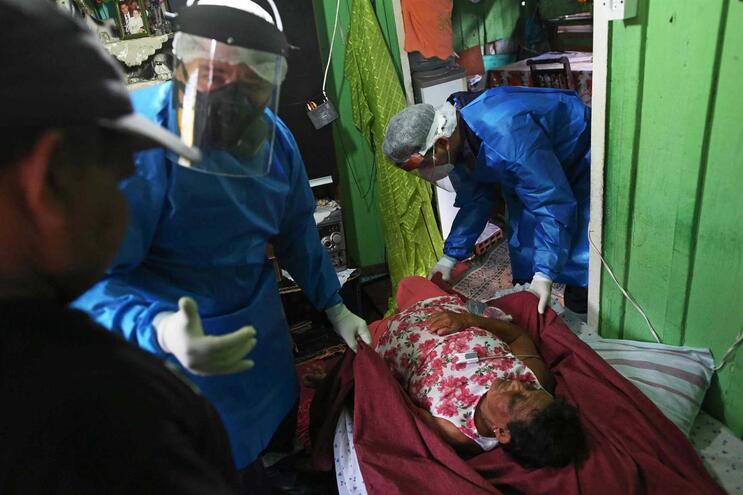 Assistência a uma doente em Manaus