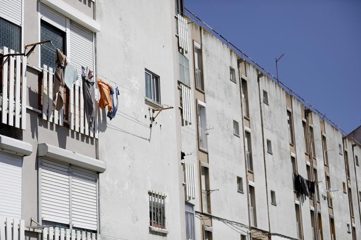 Câmaras do Porto e Lisboa despejam 100 famílias por ano