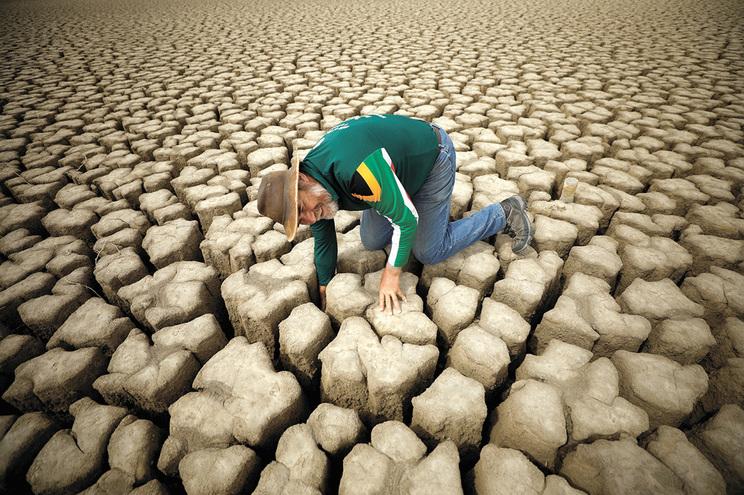 Aqui jaz a defunta albufeira da barragem de Graaff-Reinet, na África do Sul
