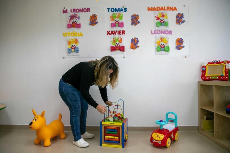 Educadoras e funcionárias das creches não podem ficar em casa com os filhos