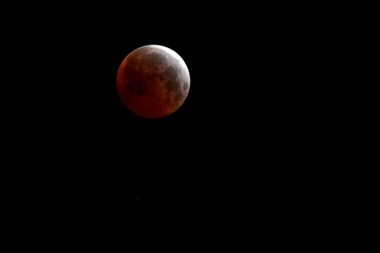 Eclipse parcial da Lua vai ser hoje visível em Portugal