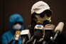 Familiares deram conferência de imprensa envergando capuzes, óculos de sol e máscaras para proteger a