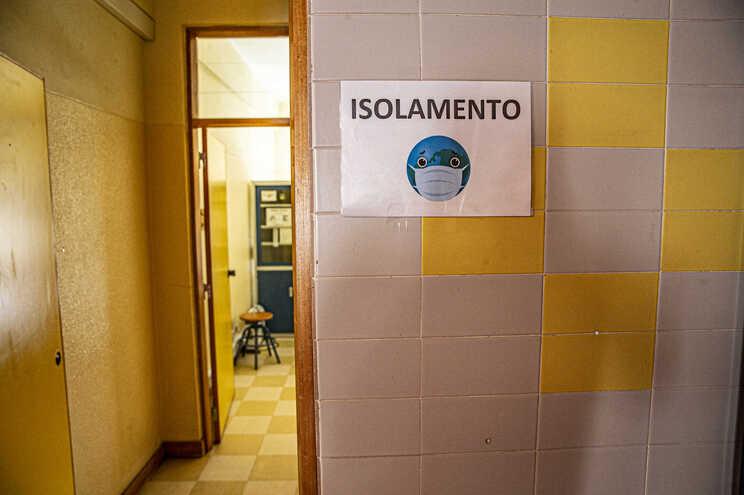 Uma das instituições encerrou por ordem do delegado de saúde
