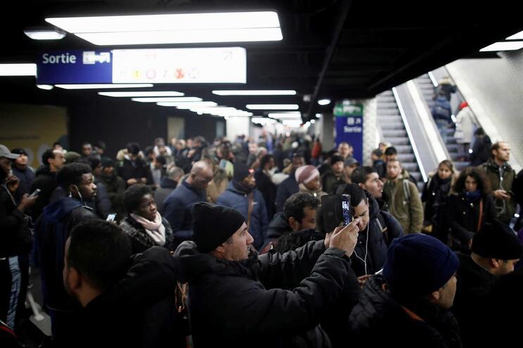 Greves em França entram no nono dia e podem continuar até ao Natal