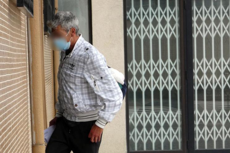 O suspeito, na tarde desta quarta-feira, quando entrava na PJ de Braga