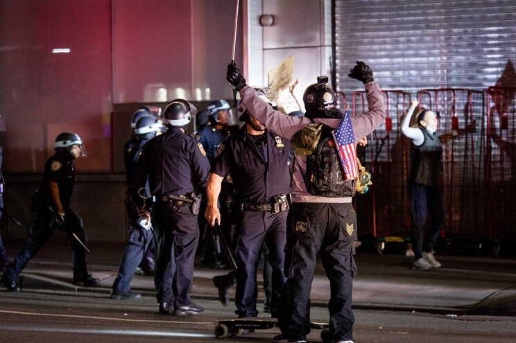 Em Los Angeles, mais de 900 pessoas foram detidas