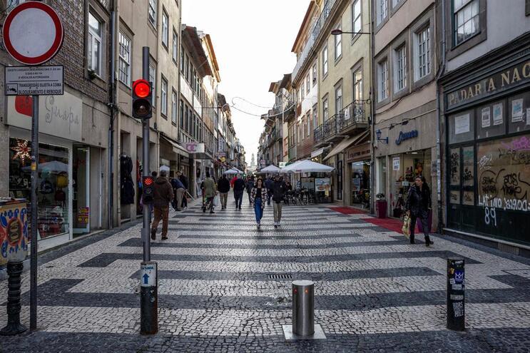 Zona de acesso automóvel condicionado da Rua de Cedofeita é uma das que serão modernizadas,em janeiro