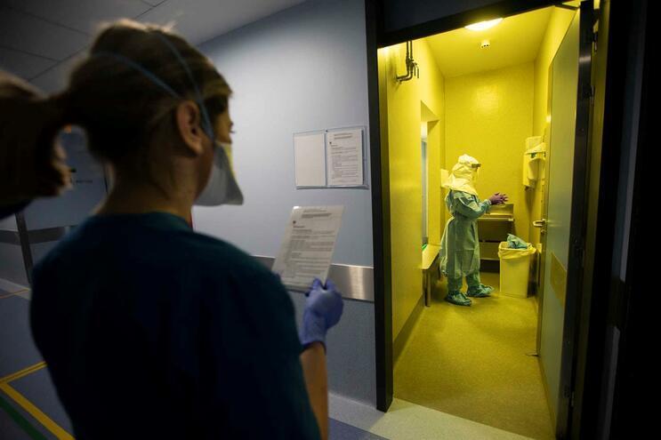 Salas para casos de coronavírus no hospital de S. João, no Porto