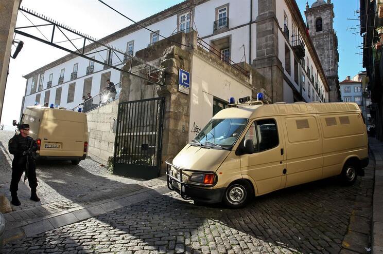 Mãe e filho roubavam ouro de casas de idosos no Porto