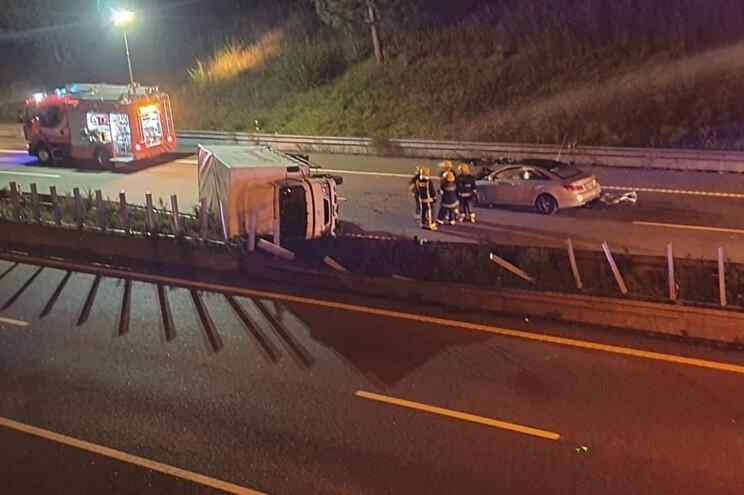 Ferido ligeiro em colisão entre dois veículos na A42
