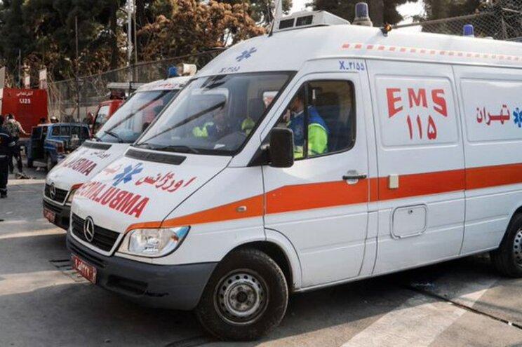 Celebridades usam ambulâncias para fintar o trânsito no Irão
