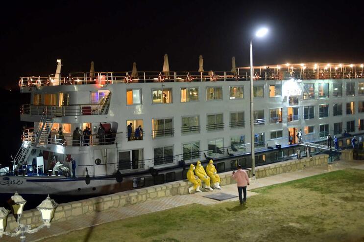 """No domingo, os passageiros e a tripulação do navio """"A-Sara"""", que está em Luxor, foram retirados da embarcação"""