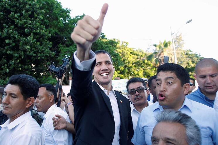 Guaidó regressa segunda-feira e pede mobilização do povo