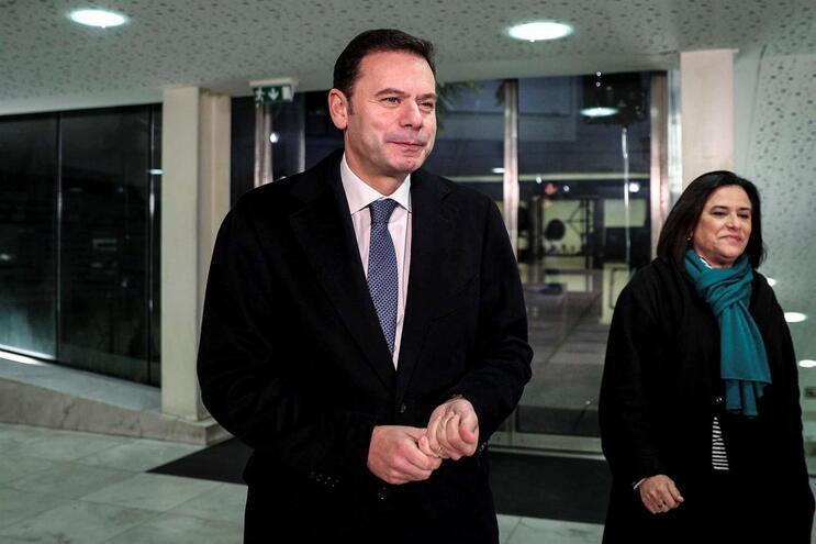 Montenegro diz que só quem não ganhou no 'tempo regulamentar' quer prolongar  debate
