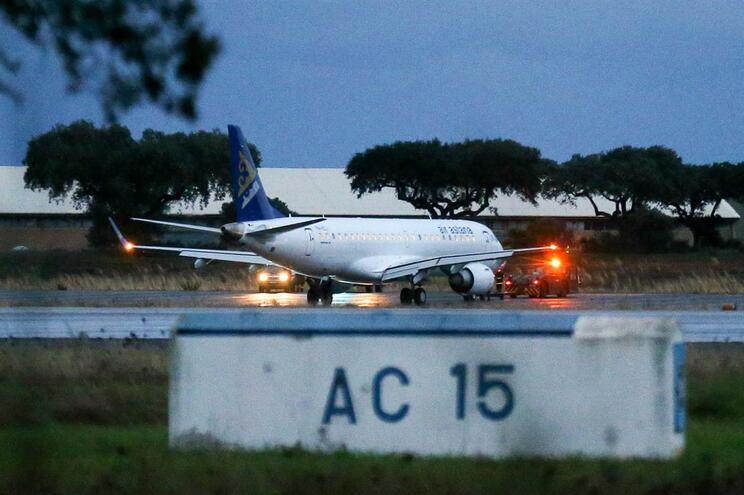 Falhas e erros na manutenção do avião que voou descontrolado sobre Lisboa