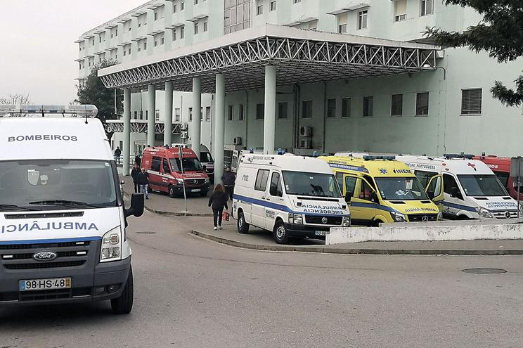 Resultado de imagem para Casal de médicos sequestrado e agredido por doente no Hospital de Setúbal