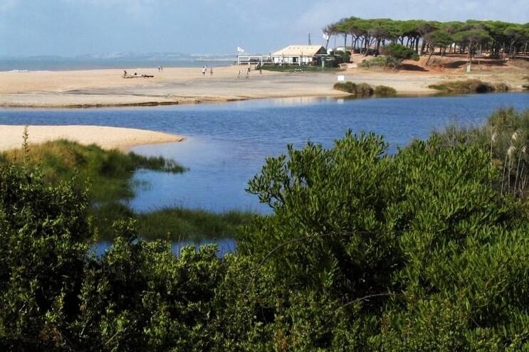 Loulé suspende PDM para travar resort na foz do Almargem e Trafal