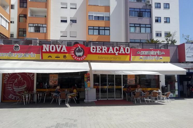 """Militar da GNR detido depois de ameaçar companheira com arma de fogo no interior da pastelaria """"Nova"""