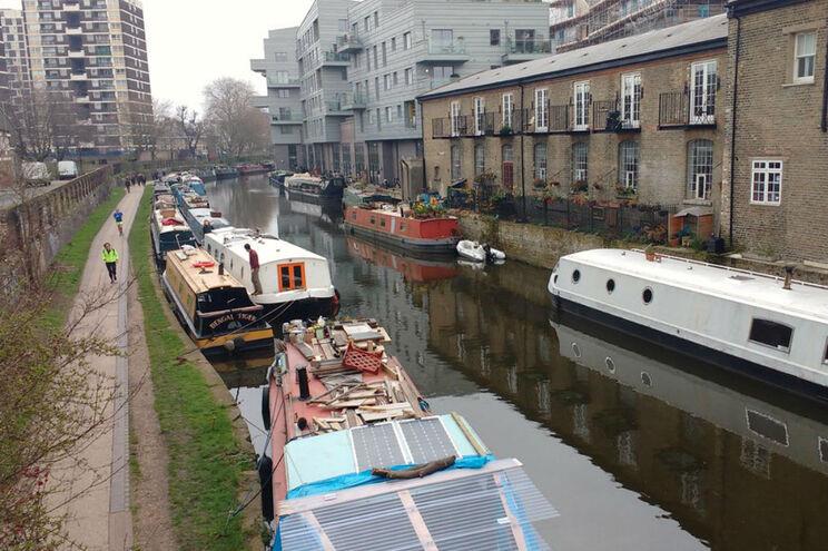 Procura de licenças para residências em embarcações nos canais de Londres aumentou 246% só este ano