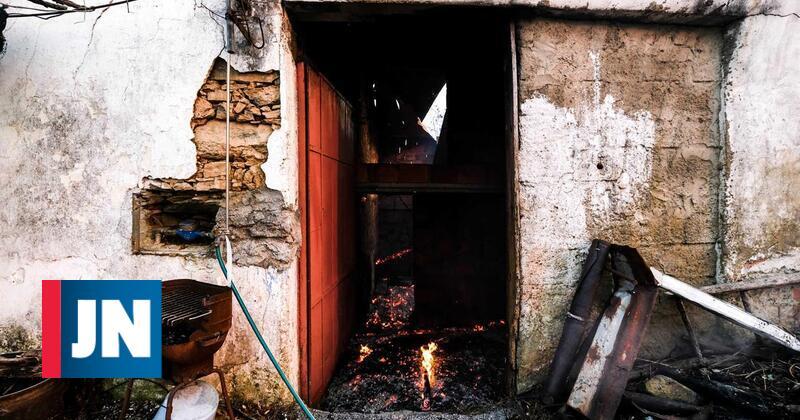 Chamas destruíram duas casas em Mação