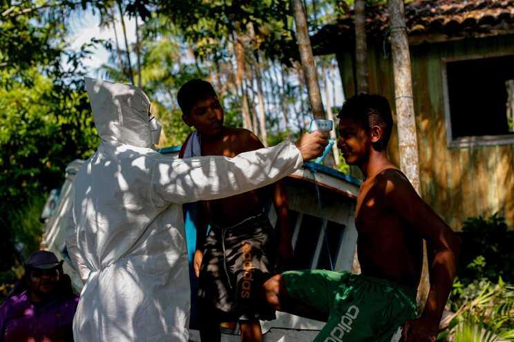 O Brasil somou 513 mortos e 26106 novos casos de covid-19 nas últimas 24 horas