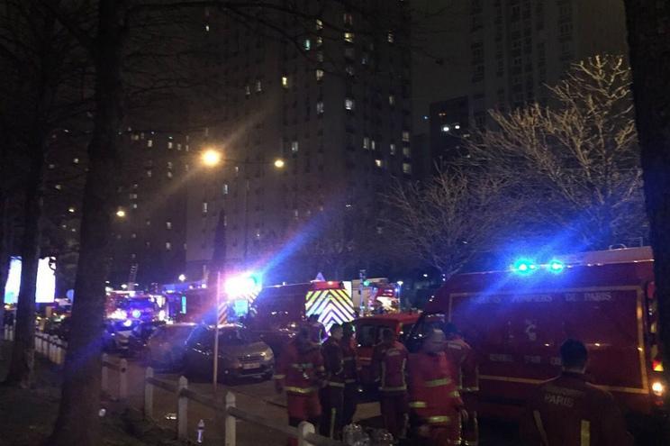 Três mortos, incluindo duas crianças, em incêndio num prédio em França