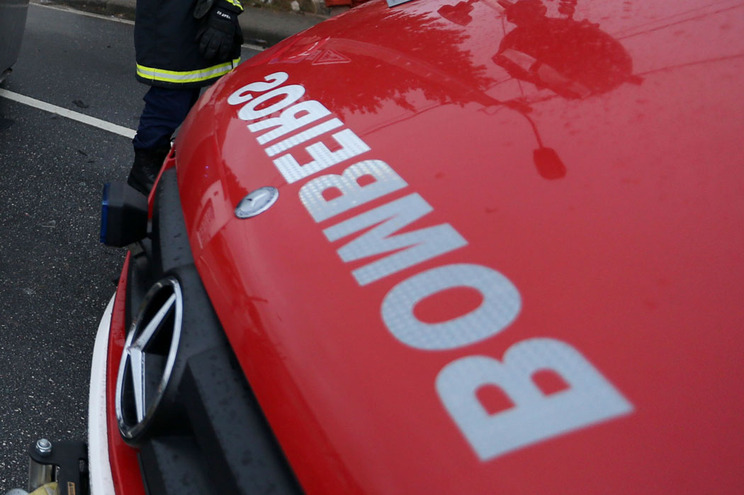 Socorro foi prestado pelos Bombeiros Voluntários de Agualva-Cacém