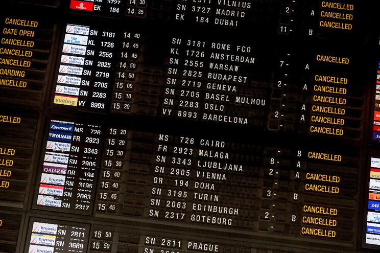 Os setores dos transportes - nomeadamente o aeronáutico - e do turismo são dois dos mais afetados pela
