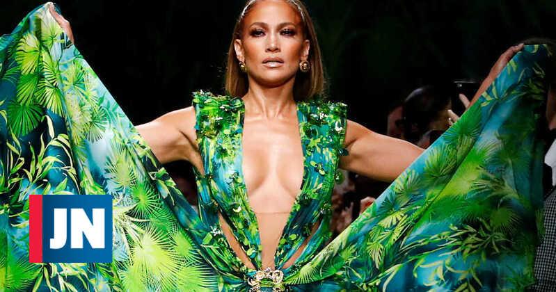 Jennifer Lopez volta a brilhar com vestido que deu origem ao Google Imagens