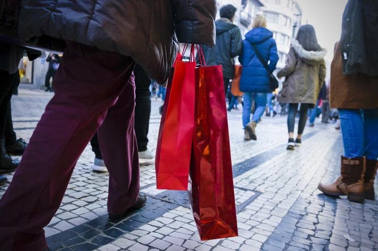 Portugueses gastaram mais 500 milhões em compras de Natal