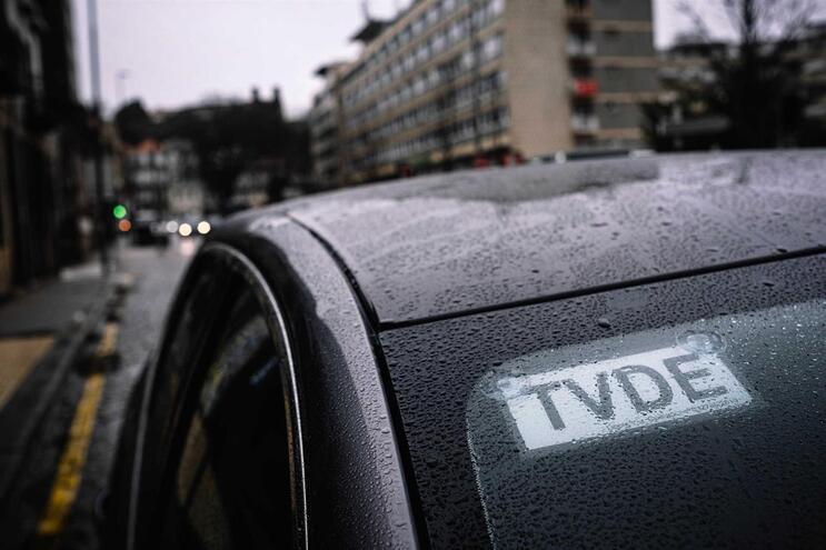 TVDE pedem ao Governo lei que obrigue passageiros a usar máscaras no carro