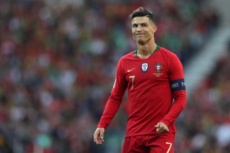 Mísseis de Cristiano Ronaldo só têm alcance na seleção