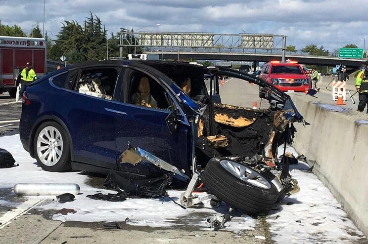 Acidente mortal com Tesla em piloto automático
